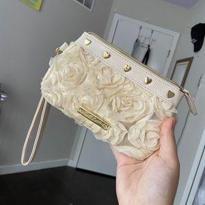 White rose clutch